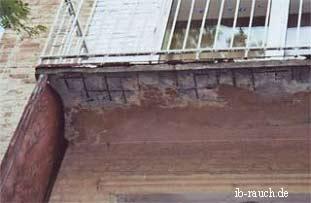 Zerstörte Balkonplatte