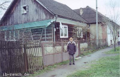 älteres Holzhaus in Transkarpatien