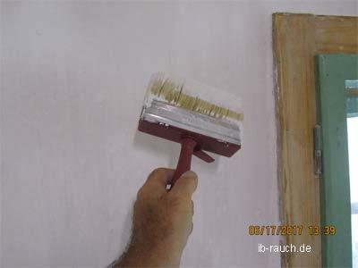 Kalkfarbe streichen
