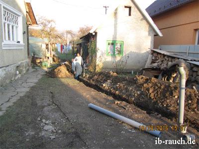 Schachtarbeiten für eine Abwasserleitung