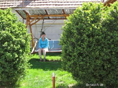 Holzschaukel in den Karpaten