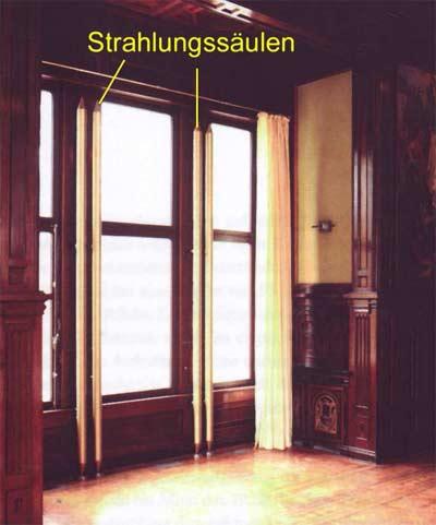 Strahlenheizsäule in einem Schlosssaal