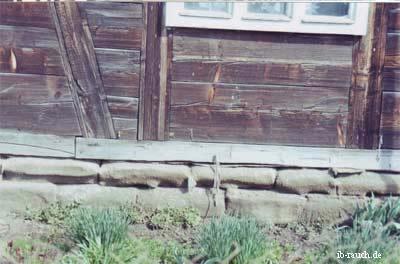 Schwelle eines historischen Wohnhaus in Blockbauweise